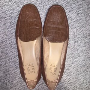 Naturalizer brown leather flats - never worn